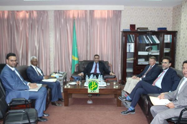 Le ministre de l''économie reçoit une délégation du Fonds mondiale de de développement Agricole