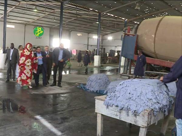 La ministre du commerce visite à Nouakchott Sud certaines industries du cuir