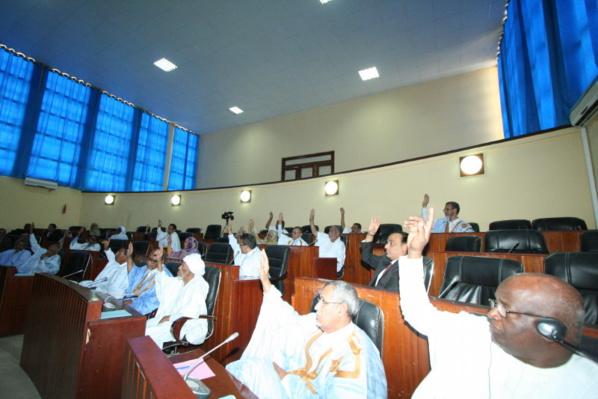 Le Sénat adopte la formation d'une commission d'enquête sur les marchés publics