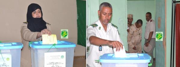 Les éléments des forces armées et de sécurité votent pour le scrutin du 5 août