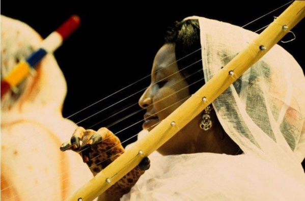 La directrice du festival de l'« ardine » souligne que cet instrument musical est un symbole de l'unité nationale