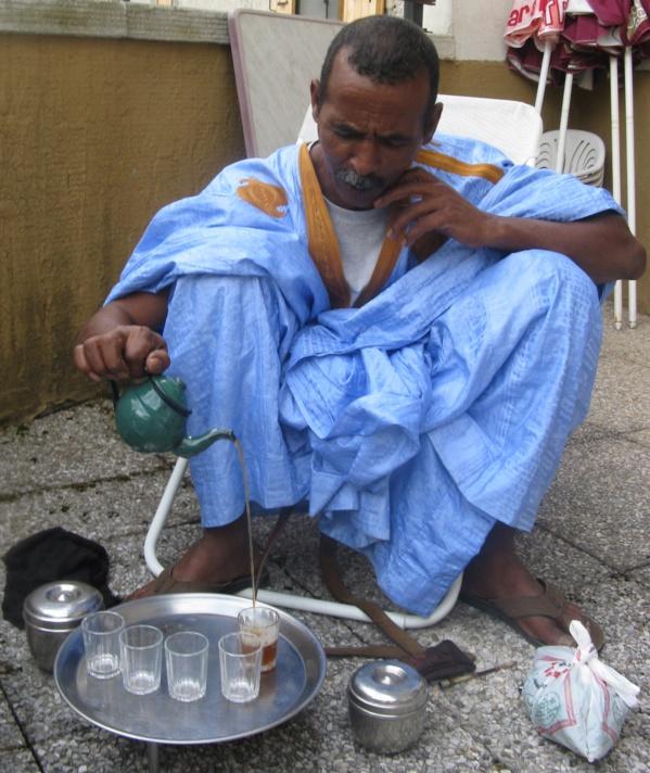 Mauritanie : le thé est omniprésent dans les bureaux