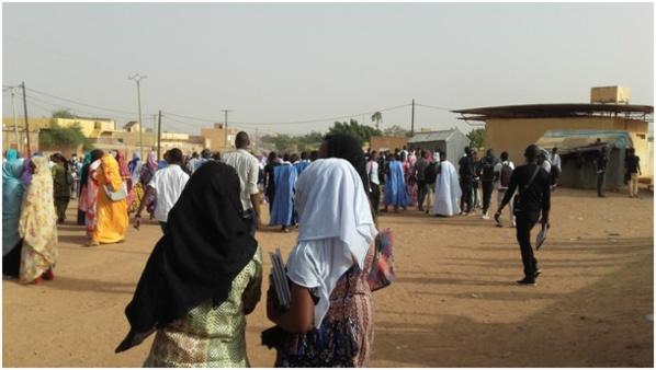 Sélibaby : la police disperse des lycéens soutenant une marche non autorisée des parents d'élèves.