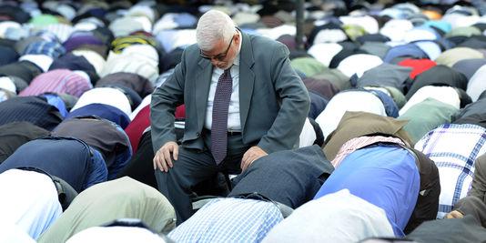Vendredi : un mauritanien laïc ose critiquer l'imam dans la mosquée