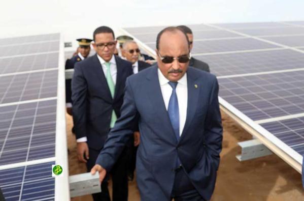 Le Président de la République inaugure une centrale solaire à Toujounine