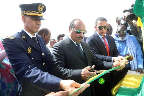 Le Président de la République pose, à M'Beeidi'a, la première pierre du projet d'électrification de 50 villages entre Kaédi et Boghé