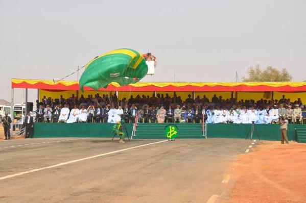 Le Président de la République préside le défilé militaire organisé à l'occasion de célébration du 57eme anniversaire de l'indépendance nationale