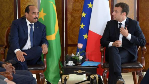 Le Président de la République reçoit un appel téléphonique de son homologue français