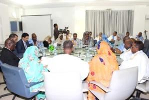 La commission financière de l'Assemblée Nationale discute le budget du ministère de l'équipement et des transports