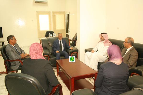 Le ministre délégué chargé du budget reçoit une délégation arabe de l'organisation arabe du travail