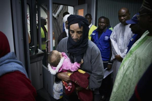 Migrants: l'UE vise 15.000 évacuations depuis la Libye d'ici février