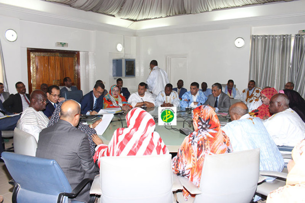 La commission des finances de l'Assemblée Nationale discute le budget du ministère de l'hydraulique et de l'assainissement