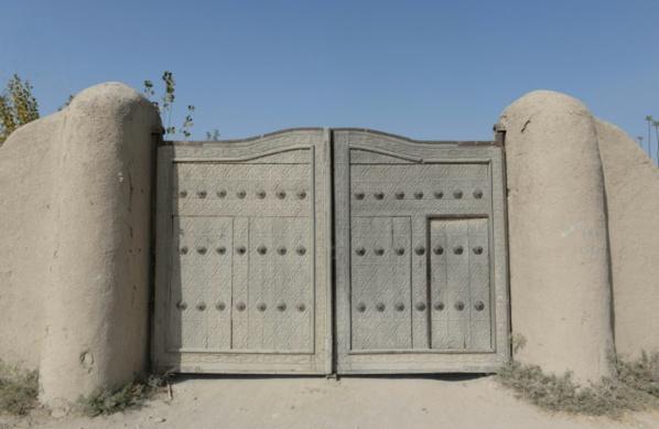 Dans le nord de l'Afghanistan, les mystères de la mosquée des Neuf Dômes