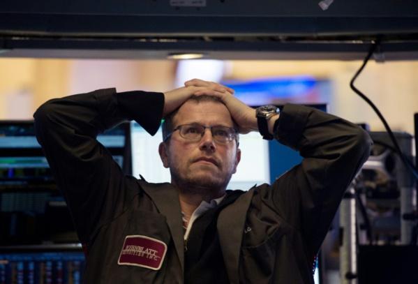 L'affolement gagne Wall Street, le Dow Jones plonge