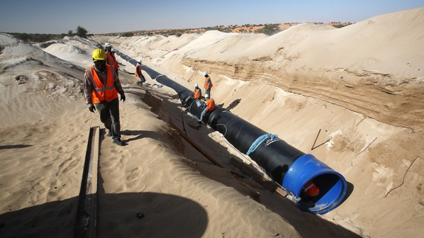Le ministre de l'hydraulique visite les installations de l'Aftout Sahli à Béni Nagi