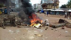 ARAFAT : De petits enfants brûlent des pneus pour protester contre la Flambée des prix