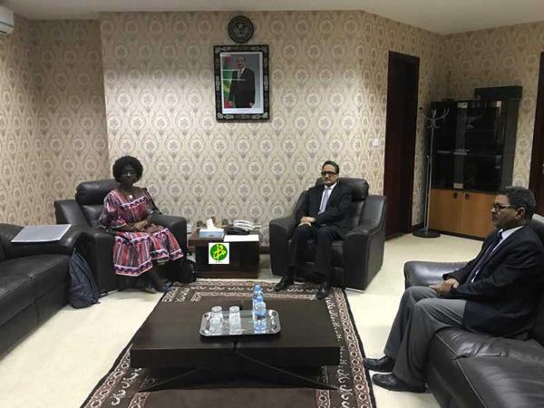 Le ministre des affaires étrangères reçoit les copies figurées des lettres de créance du nouvel ambassadeur de la République de Namibie