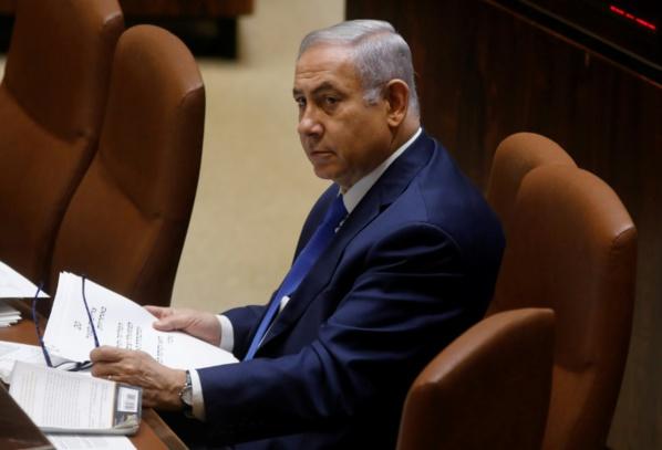 Israël: le gouvernement de Netanyahu échappe à la chute
