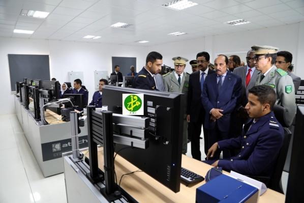 Le Président de la République visite le centre de contrôle, de commandement et d'informations