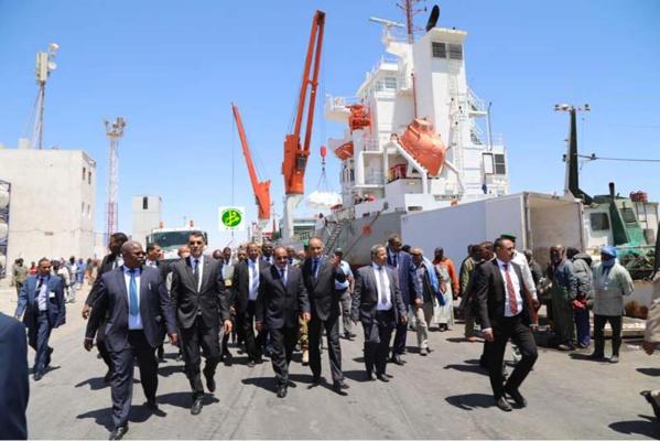 Le Président de la République se réunit avec l'administration du port autonome de Nouadhibou