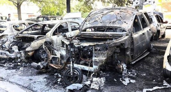 Carrefour Madrid : Quatre véhicules calcinés dans un incendie