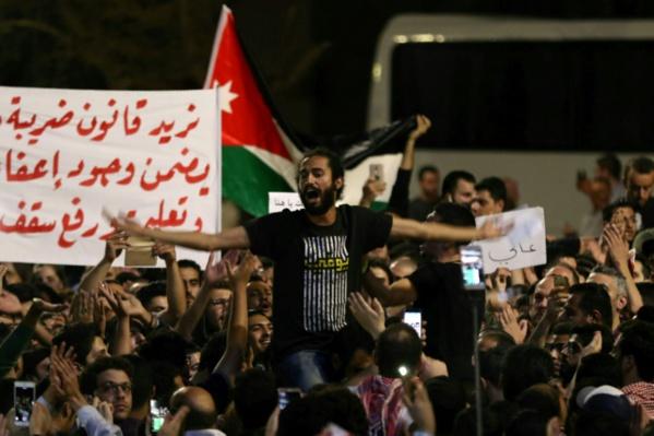 """Contestation en Jordanie: le roi met en garde contre un saut """"dans l'inconnu"""""""