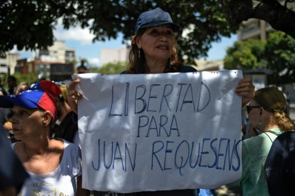"""Venezuela: Maduro dit accepter l'aide du FBI pour enquêter sur """"l'attentat"""""""