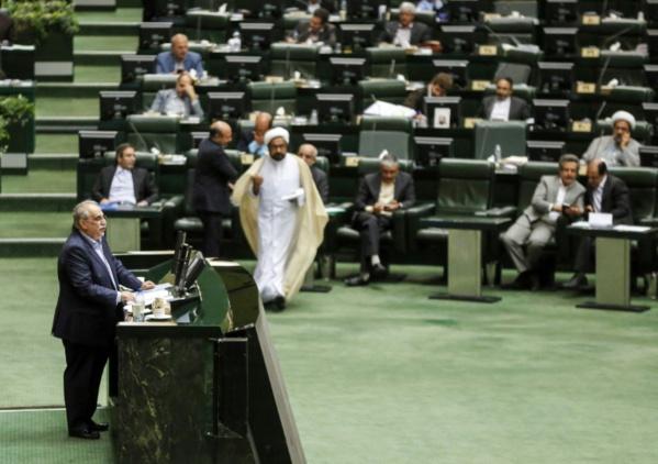 Iran: nouveau revers pour Rohani après le limogeage du ministre de l'Economie