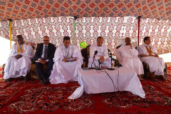 Le Président de la République se réunit avec les cadres de la wilaya de Tiris-Zemmour