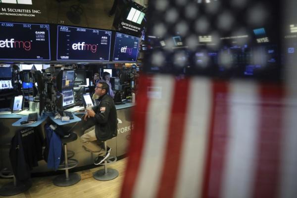 Rentrée difficile pour Wall Street, inquiète des relations Washington-Ottawa
