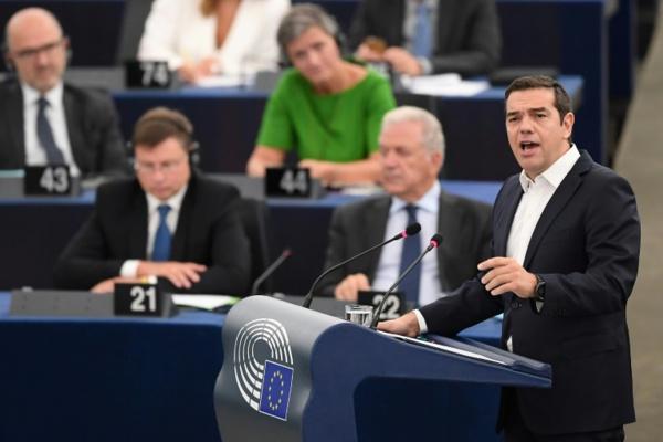 """Au Parlement européen, Tsipras alerte sur """"le monstre du populisme"""""""
