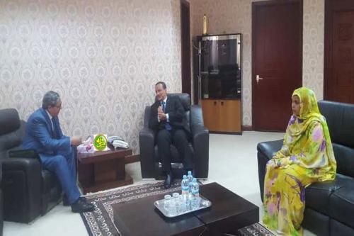 Le ministre des affaires étrangères reçoit l'ambassadeur d'Algérie