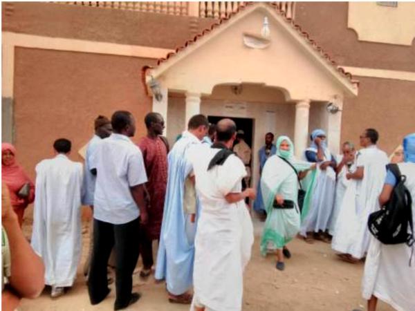 A Atar et Tawaz, jusqu'à 9 heures ce matin, 7 bureaux de vote n'ont pas ouvert à cause d'un différend inter CENI