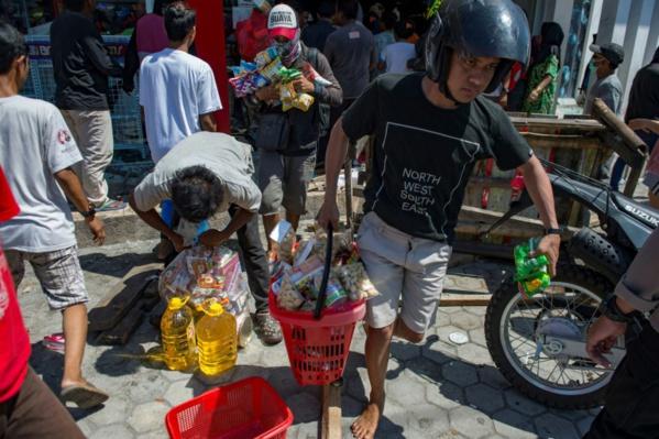 A Palu, le pillage seule solution pour ceux qui n'ont plus rien