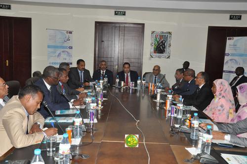 Le ministre de l'économie et des finances supervise la création d'un centre de promotion de l'entrepreneuriat