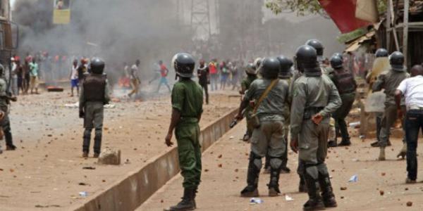 """Manifestation en Guinée: un mort et une """"tentative d'assassinat"""" du chef de l'opposition"""
