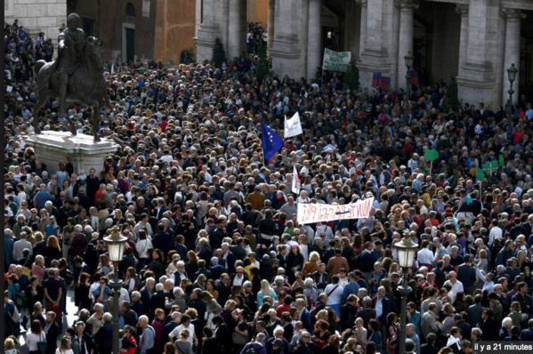 Des milliers de manifestants contre les dégradations à Rome