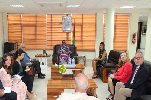 La ministre du commerce s'entretient avec une délégation espagnole