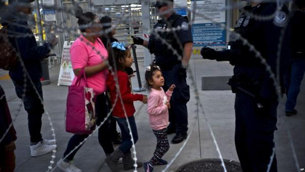 USA : un juge suspend la décision de refuser l'asile aux migrants entrant illégalement