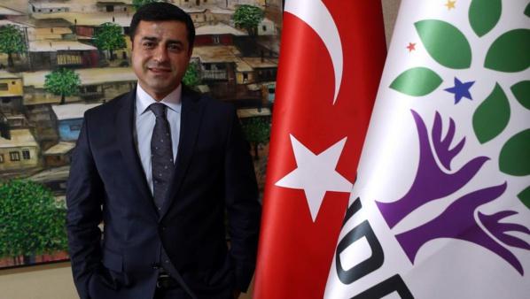 """Turquie: la détention de l'opposant kurde Demirtas vise à """"étouffer le pluralisme"""""""
