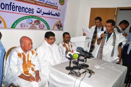 Le ministre de la Culture supervise le lancement d'une série de conférences à Oualata