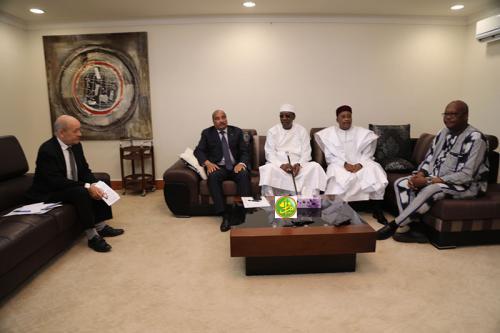 Le Président de la République s'entretient avec les dirigeants participant au sommet du G5 Sahel