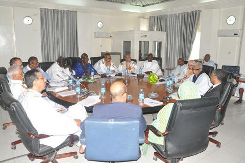 La commission des affaires économiques discute d'un projet de loi modifiant certaines dispositions du code des investissements
