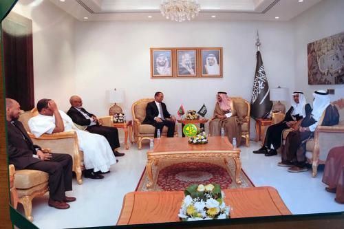Le ministre des affaires islamiques s'entretient avec le ministre saoudien du Hajj et de la Omra
