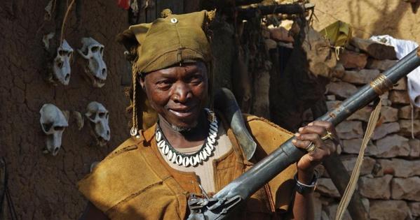 Mali: qui est Dan Nan Ambassagou, la milice accusée du massacre d'Ogossagou?