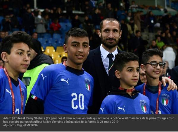 Italie: Salvini veut naturaliser tous les collégiens otages du bus scolaire