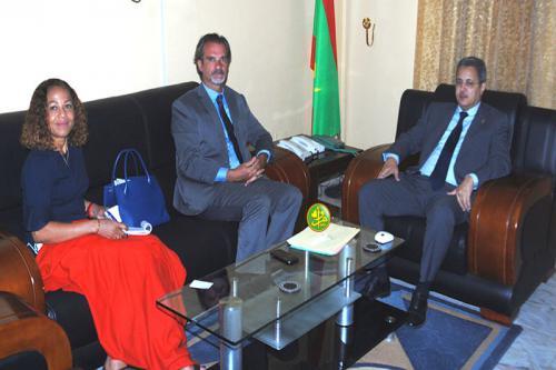 Le commissaire aux Droits de l'Homme s'entretient avec le Représentant du bureau du HCR