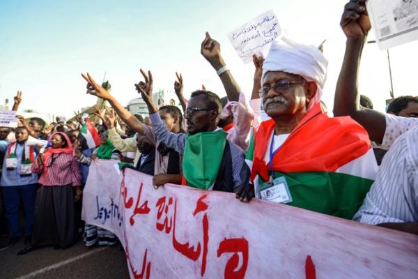 Soudan: les manifestants intensifient la mobilisation pour un pouvoir civil
