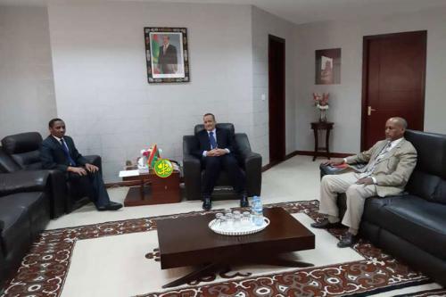Le ministre des affaires étrangères s'entretient avec l'ambassadeur du Soudan