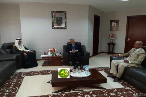 Le ministre des affaires étrangères s'entretient avec l'ambassadeur du Royaume d'Arabie Saoudite